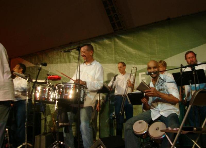 performing with sammy d'leon